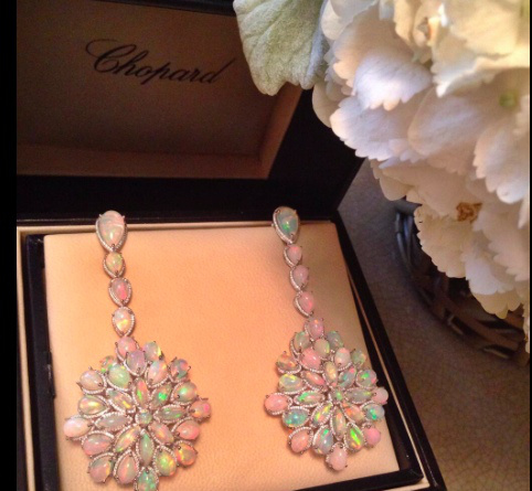 cate-blanchette-opal-chopard-earrings