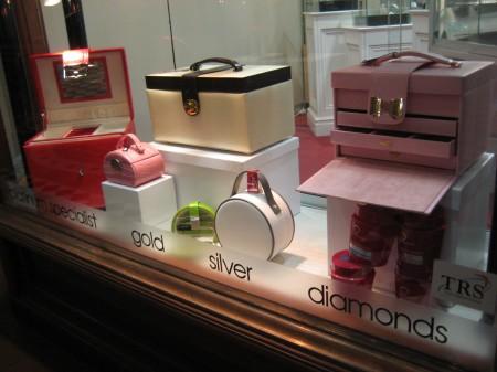 Jewellery box, manicure kit, colour adorn jewels, storage, jewellery, roll